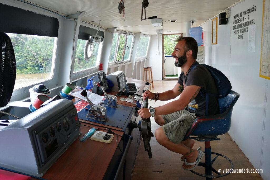 Al comando del catamarano
